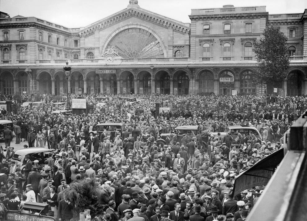 Rezervişti mobilizaţi în timpul celui de-al doilea război mondial se pregătesc să plece pe front, pe 24 septembrie 1939 din Gara de Est din Paris.