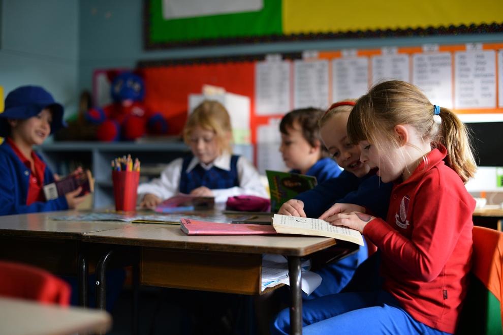 Frances McMillan (D), 6 ani, studiază alături de colegii lui din suburbia Coogee, Sydney, Australia, miercuri, 17 iulie 2013.
