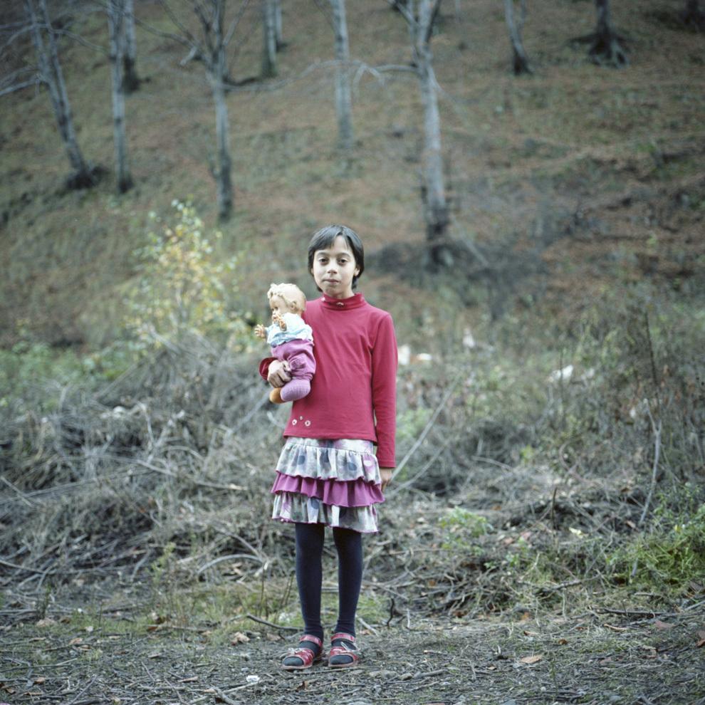 Angi cu păpuşa, Aninoasa, Hunedoara.