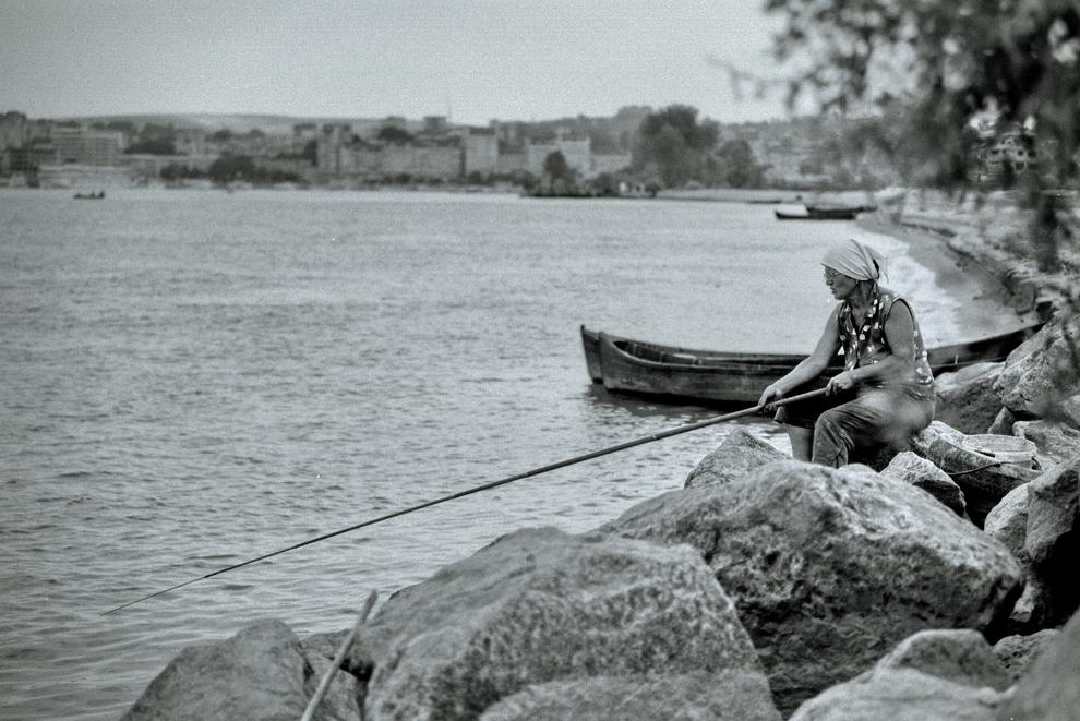 Tudor Vladimirescu, femeie la pescuit.