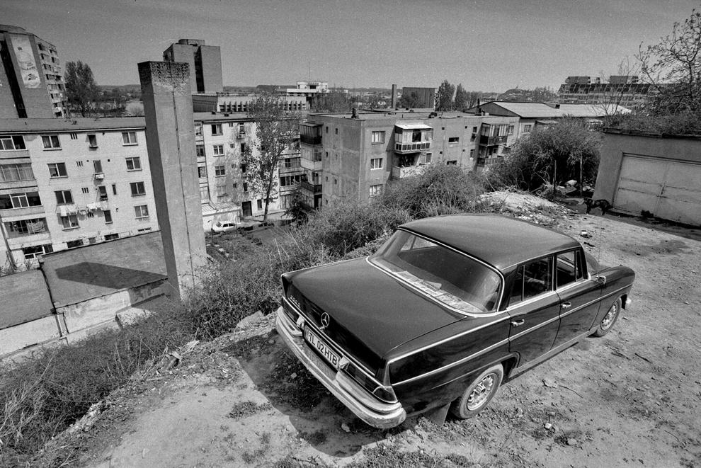 Tulcea, privire spre cartierul de blocuri, contraste în afara timpului.