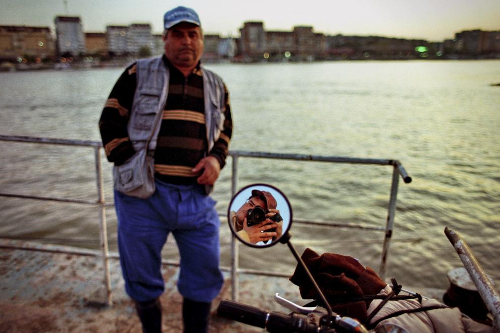Tudor Vladimirescu, localnic aşteaptă şalupa pentru a traversa la Tulcea.
