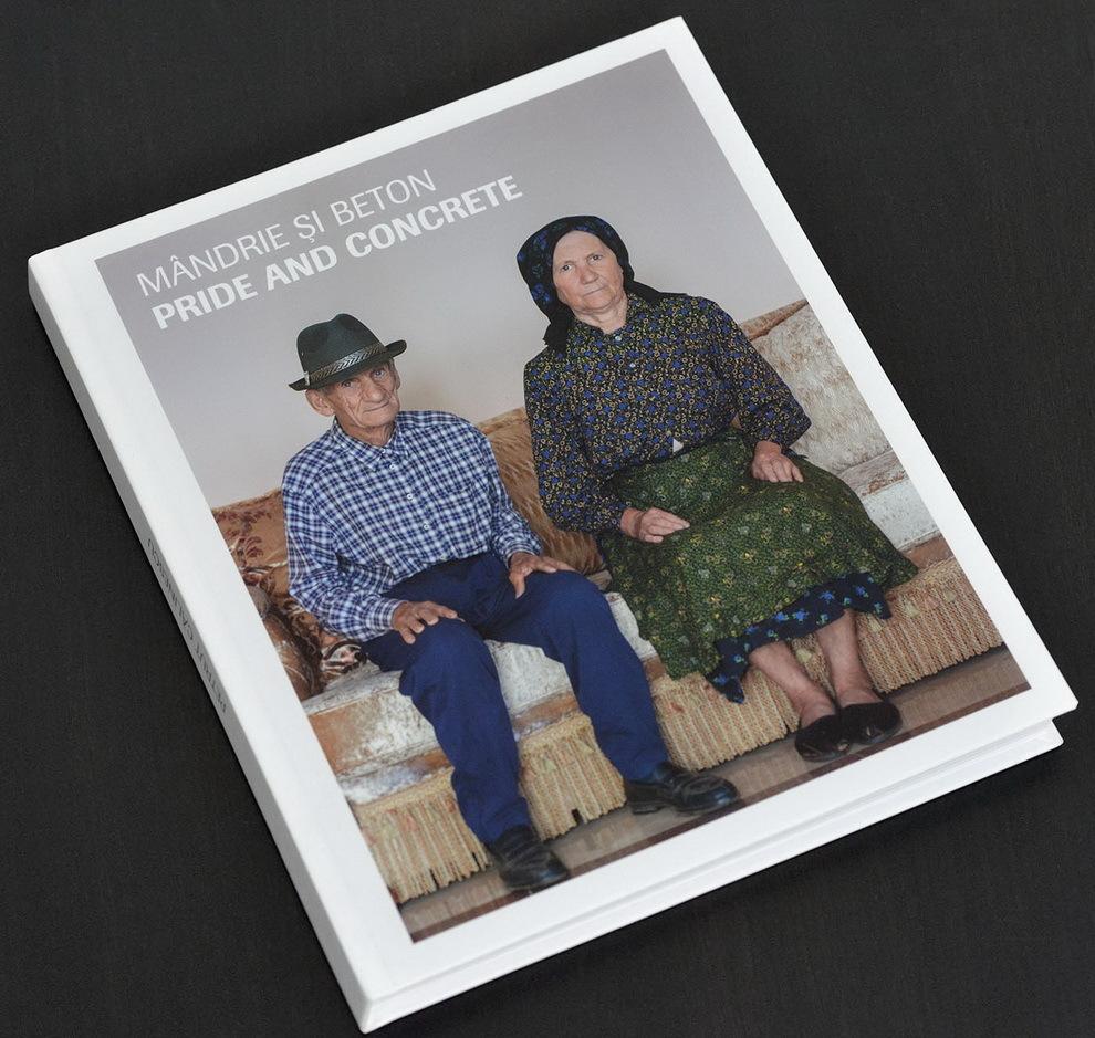 Albumul Mandrie si Beton: 184 pagini color, hartie dublu cretat mat 170 g/mp, format 24.5 cm x 29, coperţi cartonate.