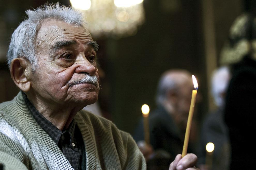 Ovsep Simigian, ultimul supravieţuitor al Genocidului Armean care a trăit în România, se naşte în anul 1912 în oraşul Rodosto (Tekirdagh) din Imperiul Otoman şi moare în februarie 2008 în Bucureşti. Fotografia a fost realizată în data de 25 aprilie 2007.