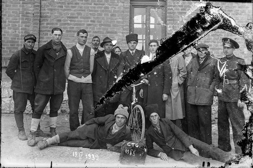 Grup de bărbaţi, 13 aprilie 1939