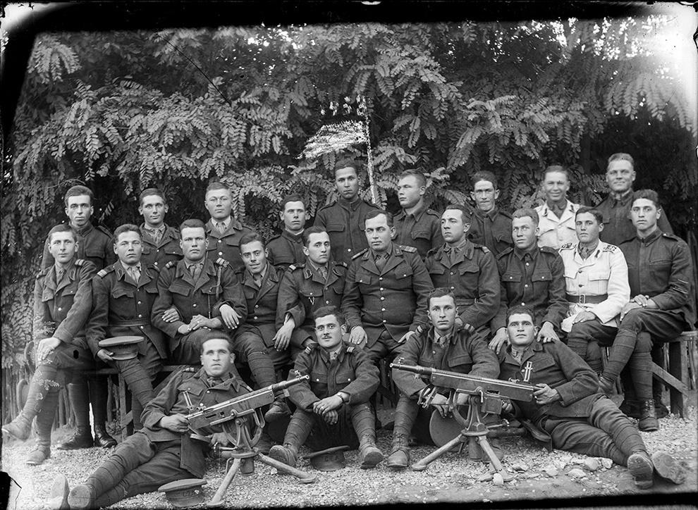 Soldaţi români cu două mitraliere M1895 Colt-Browning.