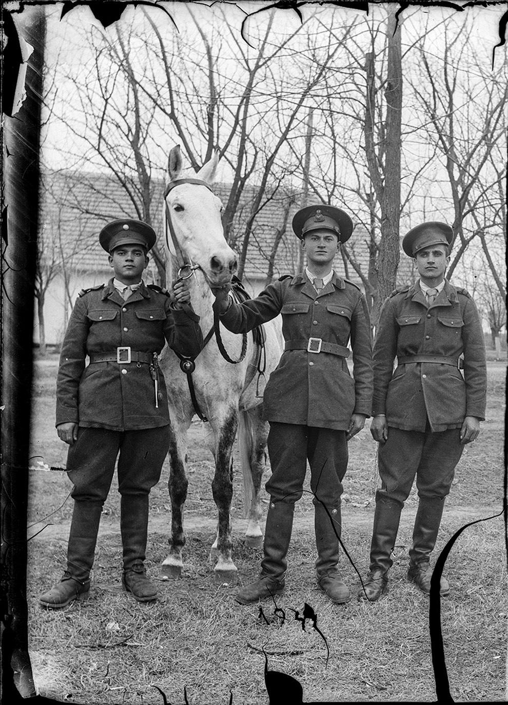 Militari în armata română.