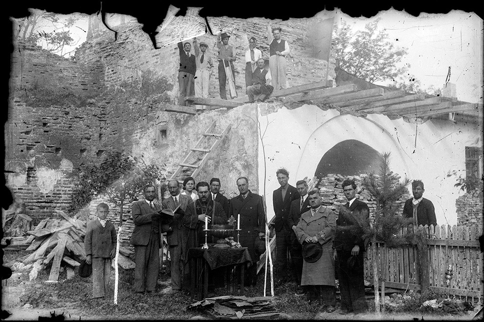 Ceremonie de sfinţire a unei biserici.