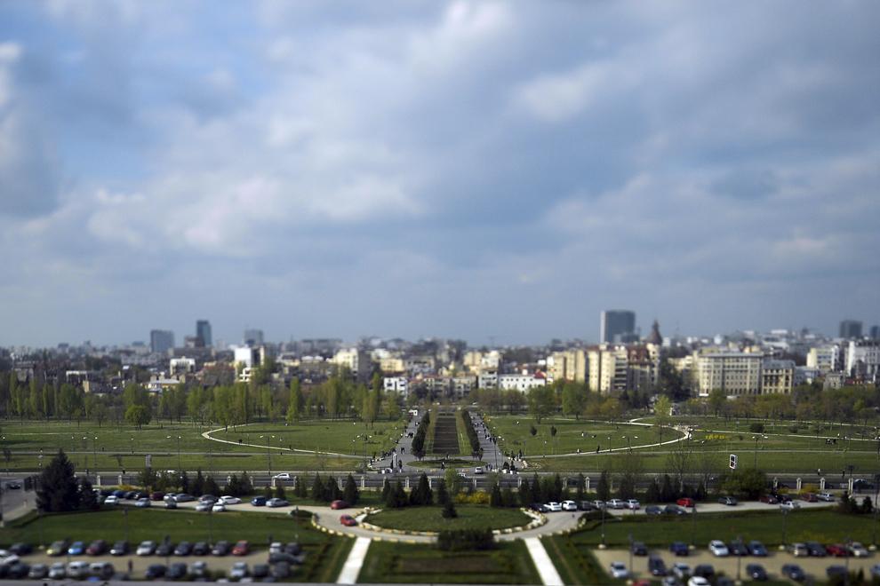 Parcul Izvor fotografiat din Palatul Parlamentului, în Bucureşti, luni, 7 aprilie 2014.