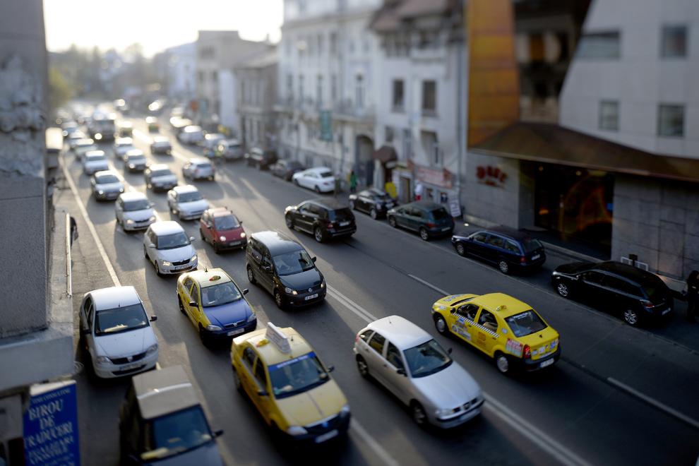 Trafic pe bulevardul Dacia, în Bucureşti, joi, 3 aprilie 2014.