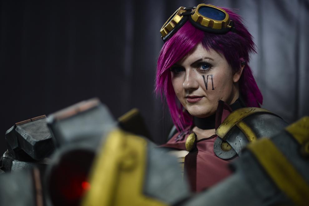 Livia Viziteu pozează pentru un portret în costumul personajului Vi din jocul League of Legends, în timpul DreamHack 2014, în Bucureşti, duminică, 27 aprilie 2014.