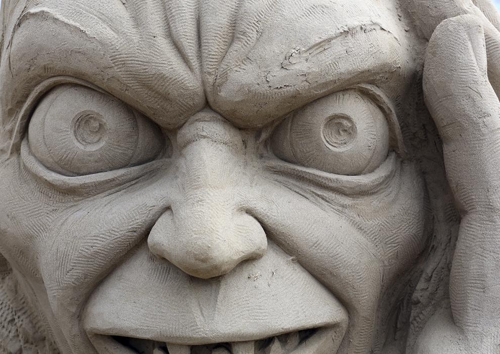 """Un detaliu dintr-o sculptură în nisip înfăţişând personajul Gollum poate fi vazut în timpul festivalului anual """"Weston-super-Mare Sand Sculpture festival"""", în Weston-Super-Mare, Anglia, marţi, 26  martie 2013."""