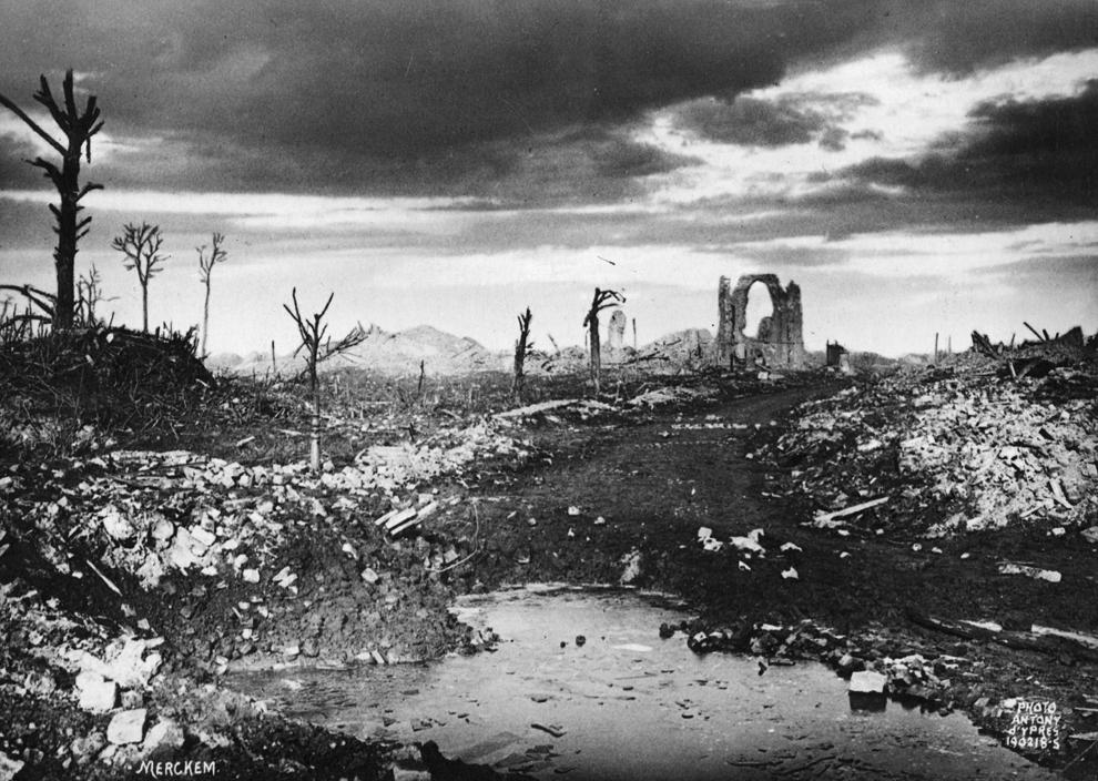 Imagine cu ruinele oraşului Merckem, Belgia, după un bombardament, luni, 19 februarie 1918.