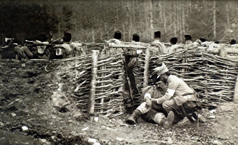 Poziţii defensive organizate în grabă lângă Bucureşti, Romania, 1916.