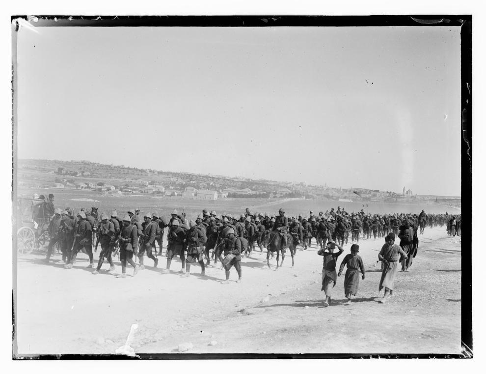 Trupe turceşti în marş.