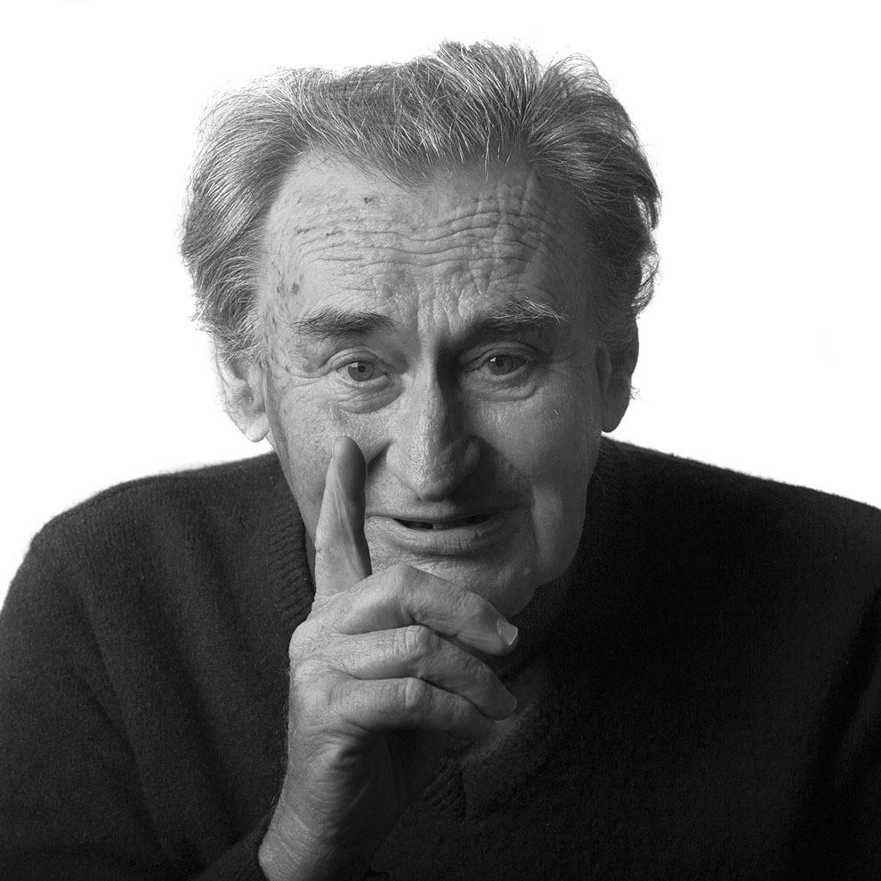 """Pr.Matei Boilă, 88 de ani, Cluj-Napoca. Nepot al lui Iuliu Maniu, membru P.N.Ţ., a participat la greva studenţilor din Cluj, arestat în 1947, pentru câteva săptămâni, apoi a stat ascuns timp de doi ani. Arestat pentru uneltire contra ordinii sociale, în 1952 şi în 1956. Eliebrat în 1964. A trecut prin Capul Midia, Jilava, Gherla, Galaţi, Botoşani, colonia de la Salcia. (Raul Ştef)  <p> """"Totalitarismul comunist avea această particularitate cumplită pentru noi – voia să fie şi stăpânul sufletelor noastre. (...) De aceea mă îngrozesc când văd că sunt oameni astăzi care spun: <Ce bine a fost pe timpul comunismului!> Ei nu-şi dau seama de cumplita teroare din momentul acela şi că această teroare, care merge până la distrugerea sufletului – aşa cum a distrus sufletele atâtor oameni -, este legată organic de comunism.""""  </p><p> """"Există modele, nu trebuie decât să te uiţi la cei care s-au sacrificat şi au murit. Cum a fost Iuliu Maniu. Rar găseşti un om mai lucid şi care şi-a dat seama că va muri. Mi-a spus mie, personal: """"Voi muri, dar ăsta este singurul lucru pe care-l pot face pentru ţara mea"""". Să fie un exemplu pentru ora libertăţii noastre. A murit într-un mod îngrozitor. Dar nu este un exemplu extraordinar? Nu ştiu dacă mai avem un astfel de exemplu în lume. Vezi că avem modele?"""" </p>"""
