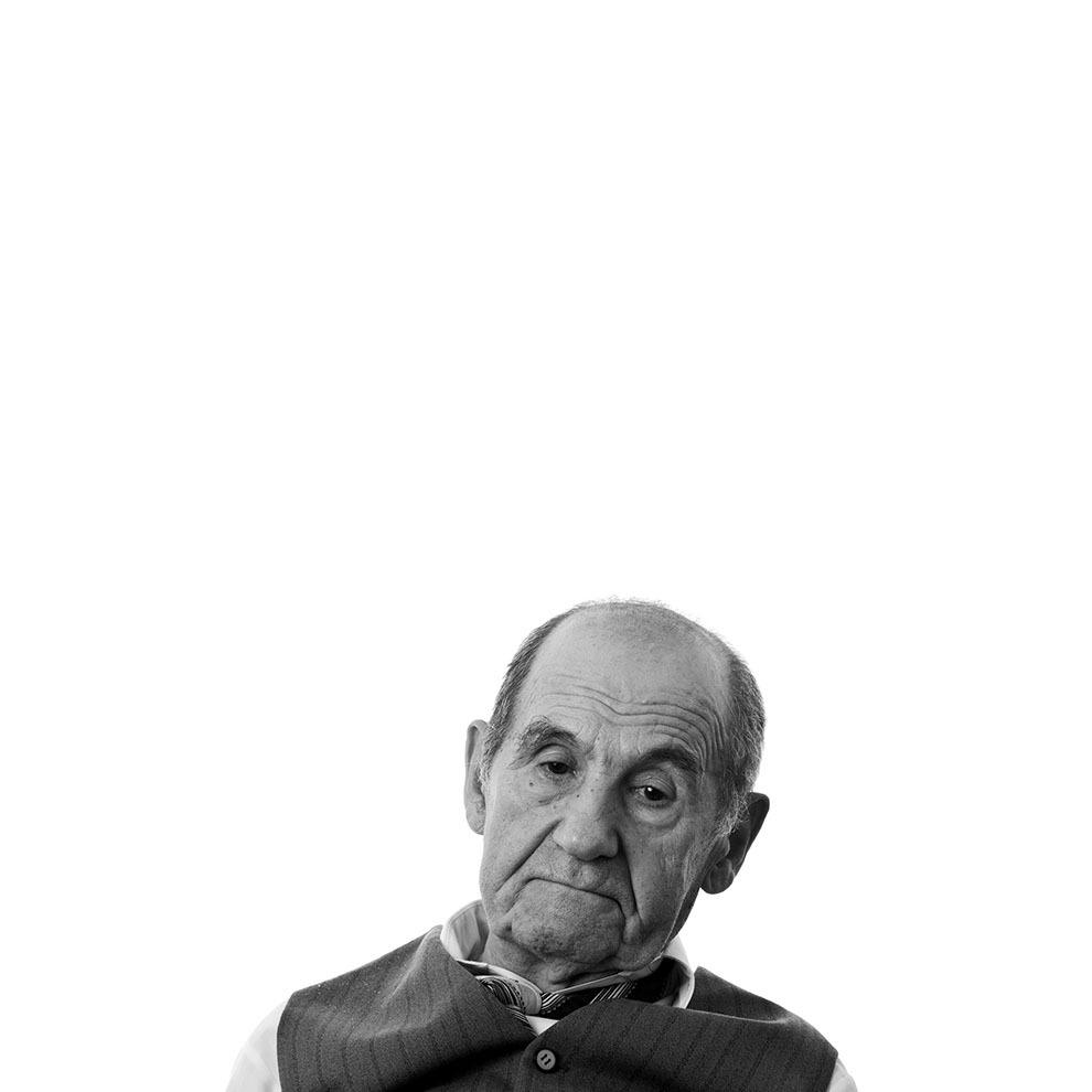 """Grigore Pepene, 89 de ani, Cluj-Napoca. Arestat pentru că a sprijinit grupul de partizani Vlad Ţepeş II din Munţii Vrancei, condamnat la zece ani, pentru uneltire contra ordinii sociale. A trecut prin închisorile de la Galaţi, Gherla, la mina Baia Sprie, Aiud, Balta Brăilei. (Raul Ştef)  <p> """"Eu am făcut zece ani, nu am rămas dator la ei cu nimic. Am spus: Eu rămân anticomunist până mor. Acum, dacă mă ia din nou, tot asta spun, nu vreau să fiu altfel."""" </p>"""