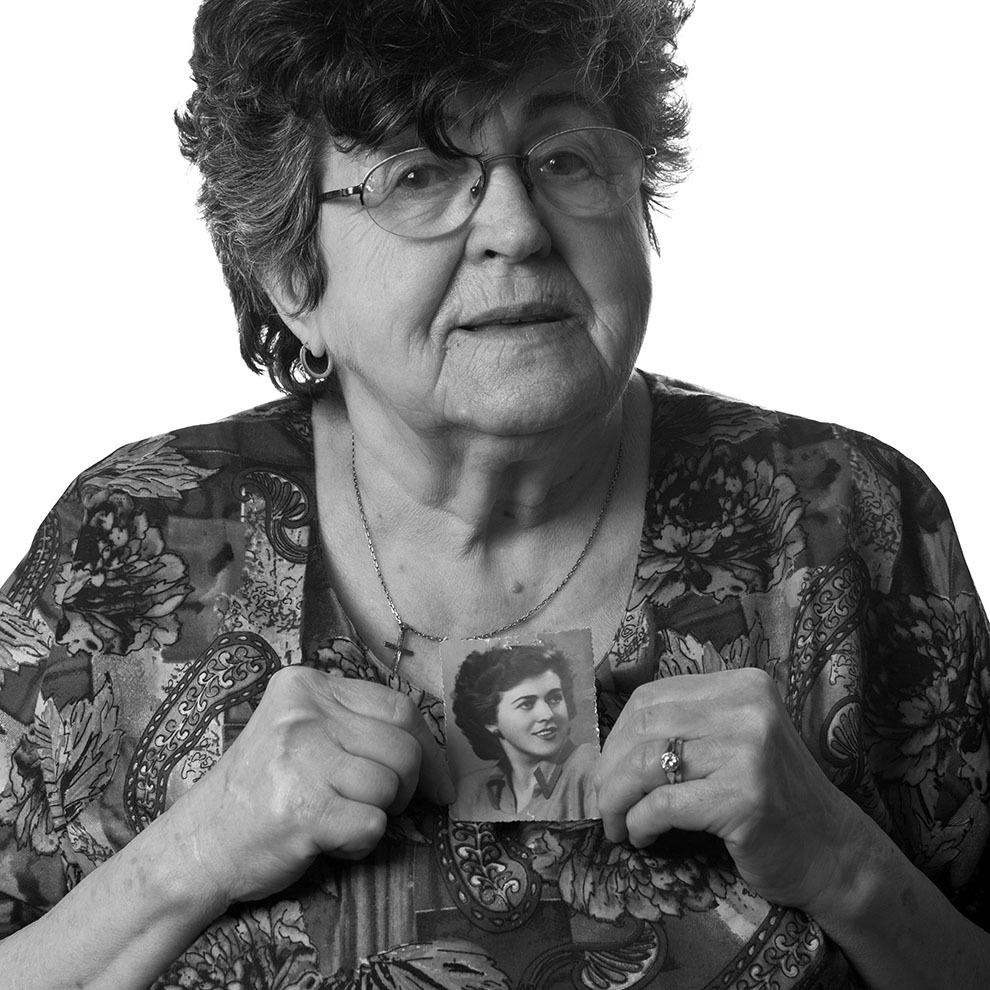 """Aurora Dumitrescu, 82 de ani, Bucureşti. Arestată în 1951, la Oradea, pentru că făcea parte dintr-o organizaţie anticomunistă, eliberată în 1954. (Raul Ştef) <p>  """"Comunismul a început prin teroare, prin eliminarea sistemului de respect faţă de om."""" </p>"""