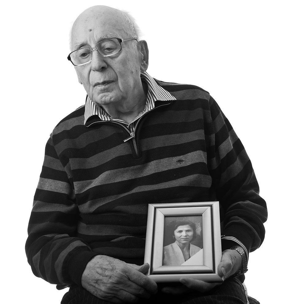 """Gheorghe Bâgu, 90 de ani, Bucureşti. Arestat în 1948, condamnat la doi ani, lotul studenţilor de la Facultatea de Ştiinţe, Iaşi, a făcut trei ani, până în 1951, la Jilava, Piteşti, la Canal (Peninsula, Poarta Albă). (Raul Ştef)  <p> """"Rugăciunile se făceau pe ascuns. Dacă te prindeau, erai condamnat la moarte. Făceai cruce cu limba, şi dacă te simţeau, te băteau de te omorau. Dacă te miroseau că te închini, la Piteşti, te omorau cu ciomagul.""""  </p>"""