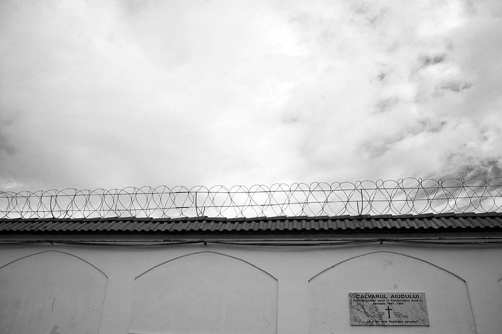 Penitenciarul Aiud a fost unul dintre cele mai importante şi mai dure locuri de detenţie din anii comunismului, aici au existat deţinuţi politici pînă la sfîrşitul anilor 1980. După 23 august 1944, la Aiud au fost încarceraţi şi deţinuţi de drept comun, şi deţinuţi politici.
