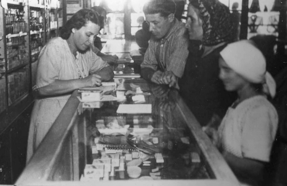 Parfumerie, Iaşi, 1951.