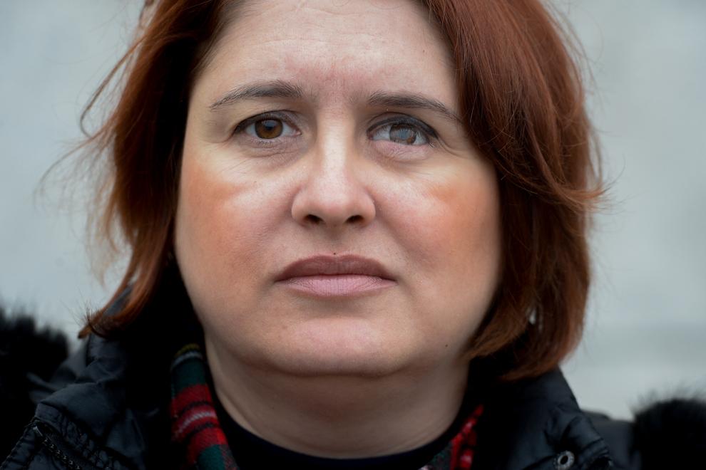 Ana Pavel pozează în Piaţă Revoluţiei. Ana Pavel a fost împuşcată în ochiul stâng, în decembrie 1989, în timp ce se afla în faţă Comitetului Central.