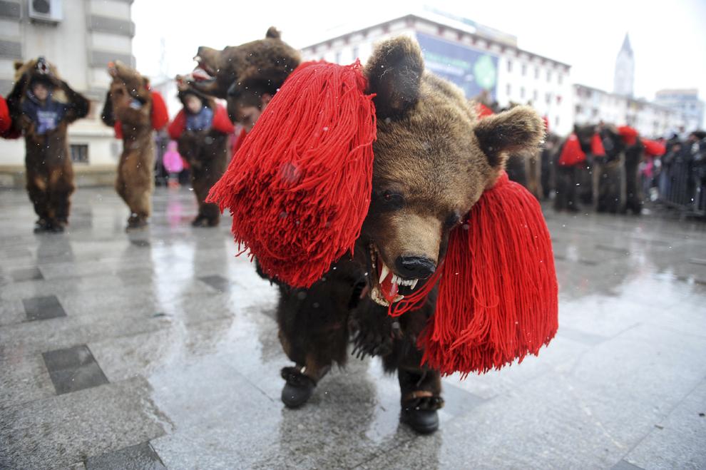 Tradiţii româneşti: Jocul Urşilor
