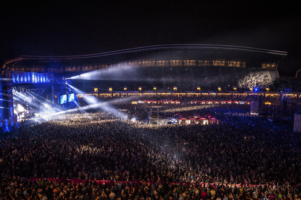 Dj-ii suedezi Cazzette mixeaza in cadrul festivalului Untold, pe Cluj Arena, vineri, 31 iulie 2015.