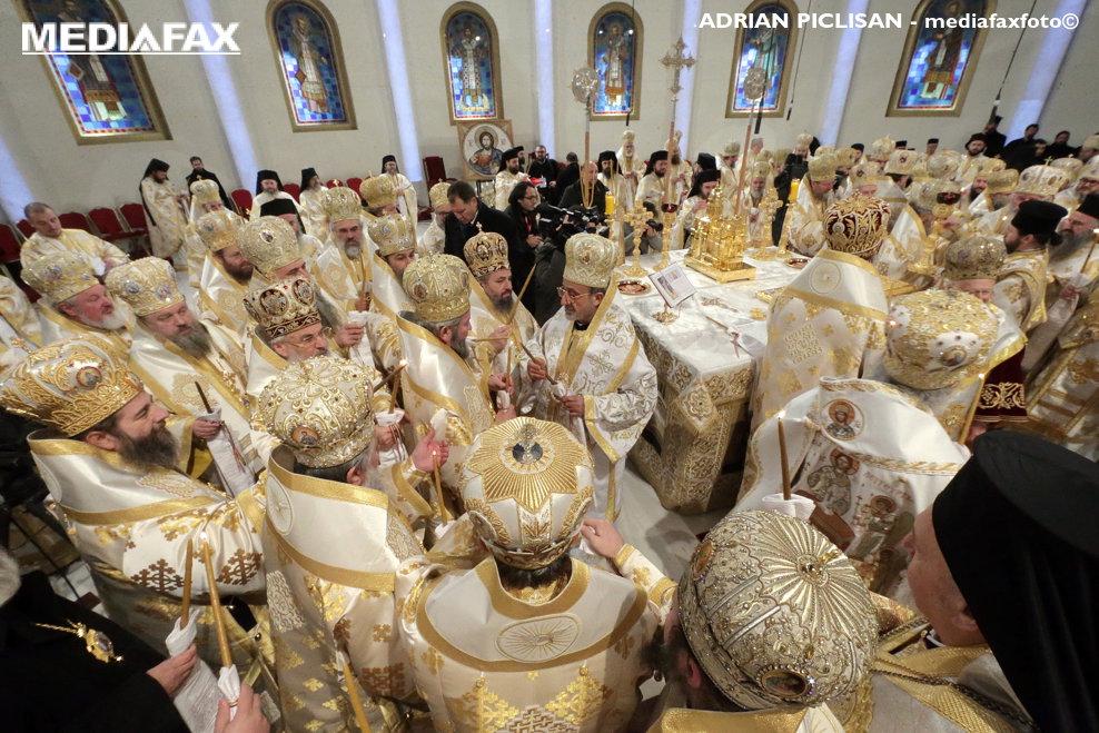 Patriarhul Daniel si Patriarhul Ecumenic al Constantinopolului, Bartolomeu, participa la cermonia de sfintire a altarului Catedralei Mantuirii Neamului, duminica 25 noiembrie 2018, in Bucuresti.