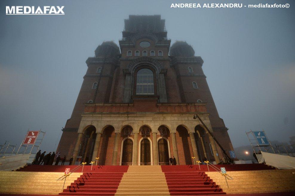 Ceremoniile de sfintire a altarului Catedralei Mantuirii Neamului