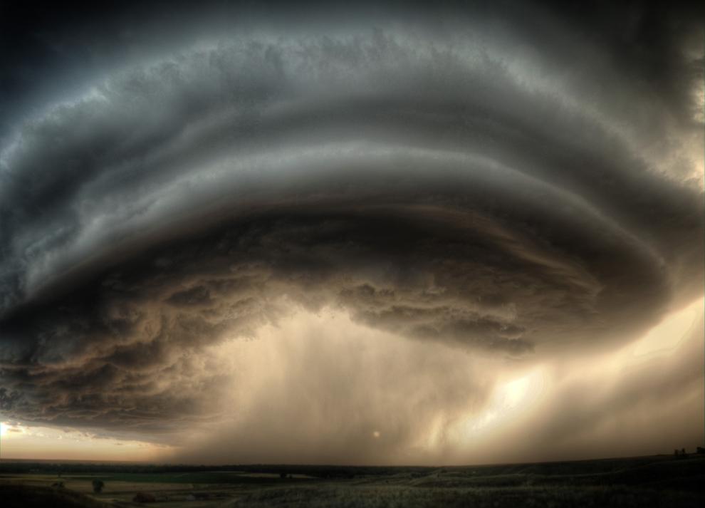 Centrul unei supercelule de furtună poate fi văzut joi, 2 decembrie 2010, deplasându-se pe deasupra localităţii Glasgow, în Montana, Statele Unite.