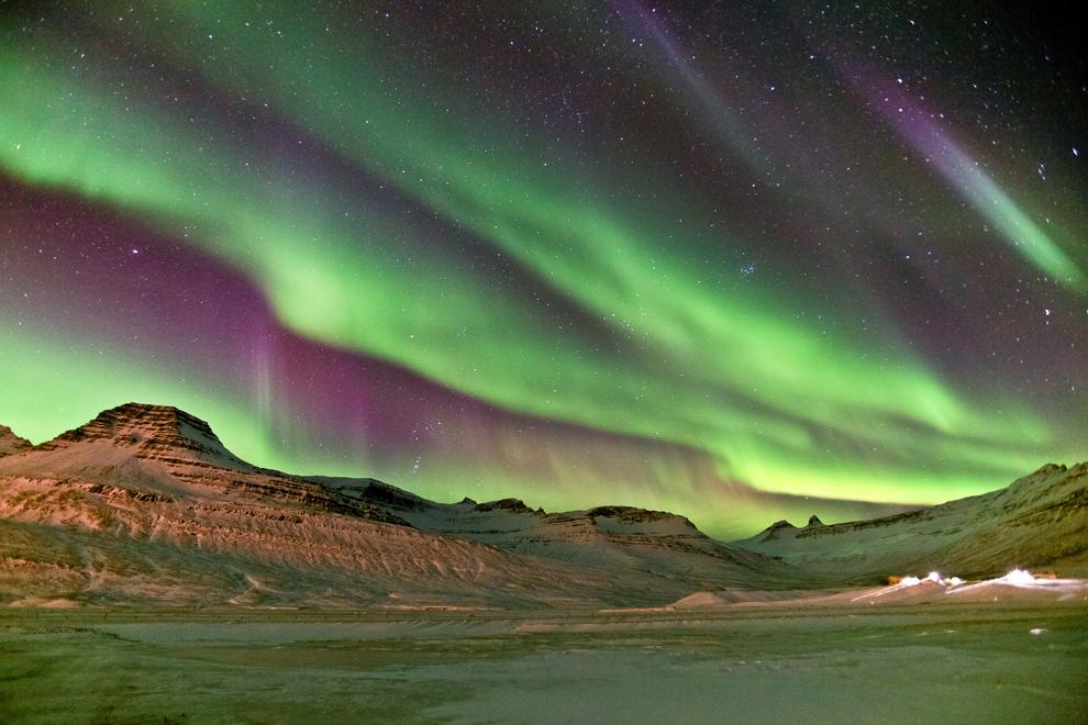 Aurora Boreală, fotografiată pe cerul nopţii, în Islanda, vineri, 9 septembrie 2011.