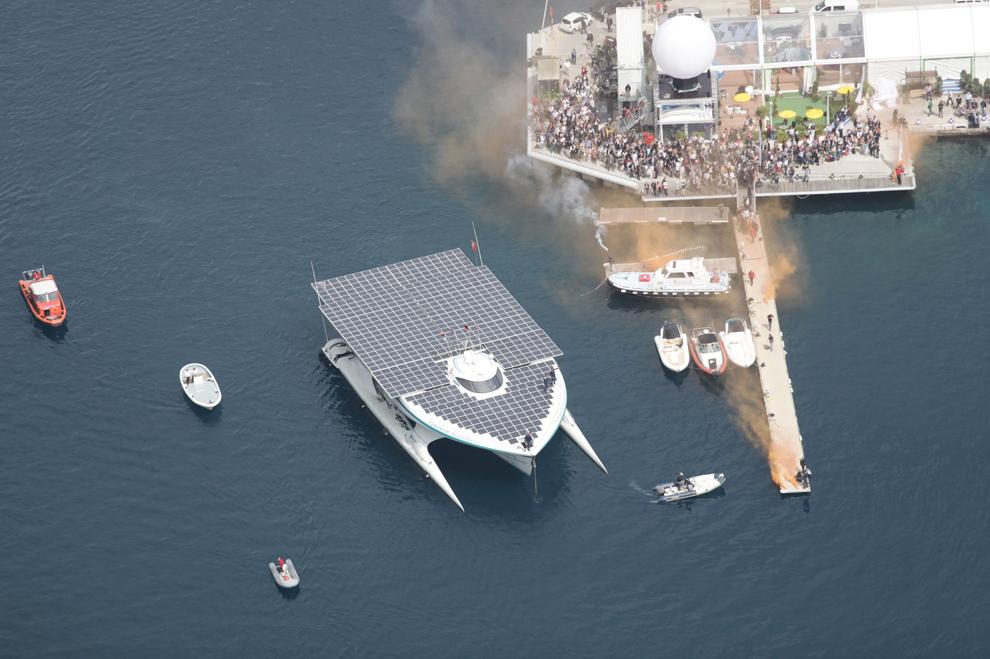 Yacht-ul MS Turanor Planet Solar, primul vehicul ce a călătorit în jurul lumii folosind exclusiv energia solară, soseşte în Monaco vineri, 4 mai 2012.