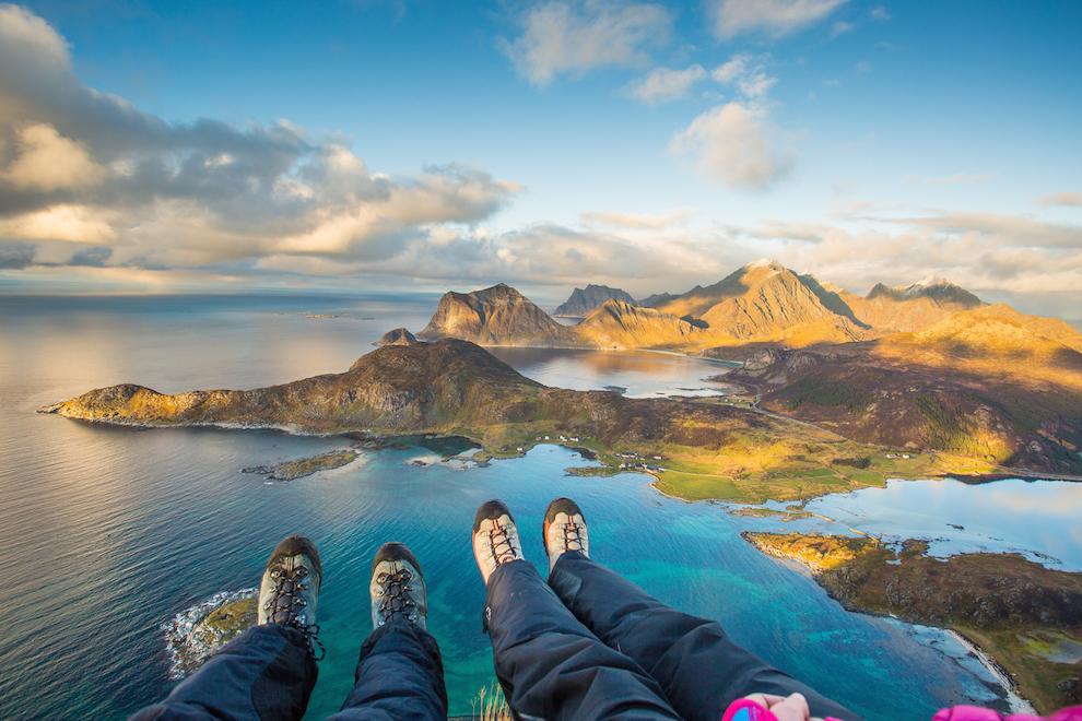 Nu conteaza cat de greu e drumul atat timp cat, la final, este rasplatit cu o astfel de priveliste. Fotografia a fost realizata toamna trecuta, de pe varful Offersøykammen.
