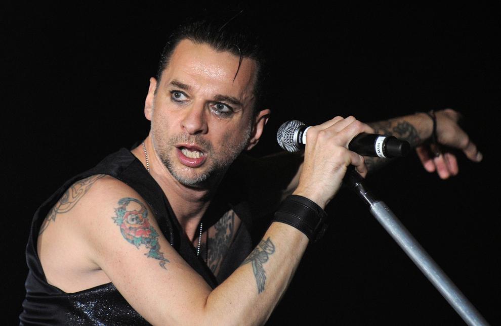 David Gahan, solistul Depeche Mode concertează în Oberhausen, Germania, sâmbătă, 31 octombrie 2009.