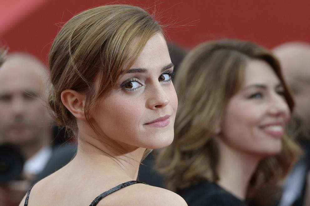 Actriţa britanică Emma Watson pozează în timp ce soseşte la proiecţia filmului 'The Bling Ring', prezentat în cadrul secţiunii Un Certain Regard a celei de-a 66-a ediţii a Festivalului de Film de la Cannes, în Cannes, joi, 16 mai 2013.