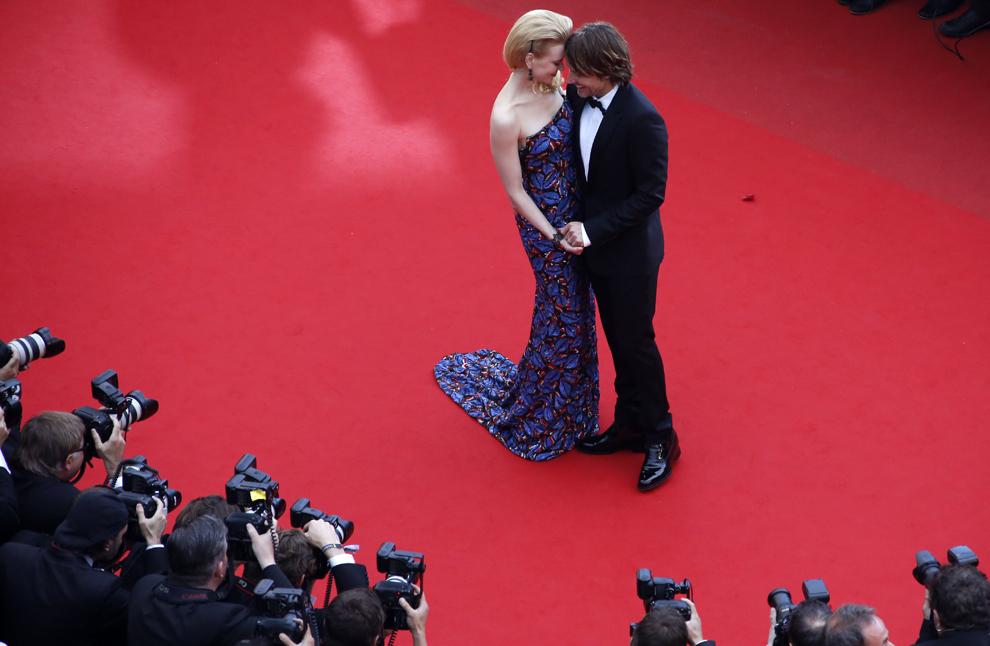 Actriţa australiană şi membră a juriului secţiunii Film de lung metraj, Nicole Kidman (S), pozează alături de soţul său, cântăreţul australian de muzică country, Keith Urban, în timp ce sosesc la proiecţia filmului 'Inside Llewyn Davis', prezentat  în cadrul competiţiei celei de-a 66-a ediţii a Festivalului de Film de la Cannes, în Cannes, duminică, 19 mai 2013.