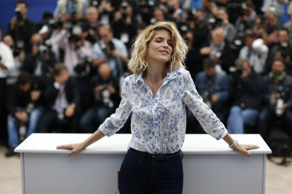Actriţa franceză Alice Taglioni pozează în timpul unui şedinţe foto pentru filmul 'Jeunes Talents – Adami' (Young Talents - Adami), în cadrul celei de-a 66-a ediţii a Festivalului de Film de la Cannes, în Cannes, luni, 20 mai 2013.