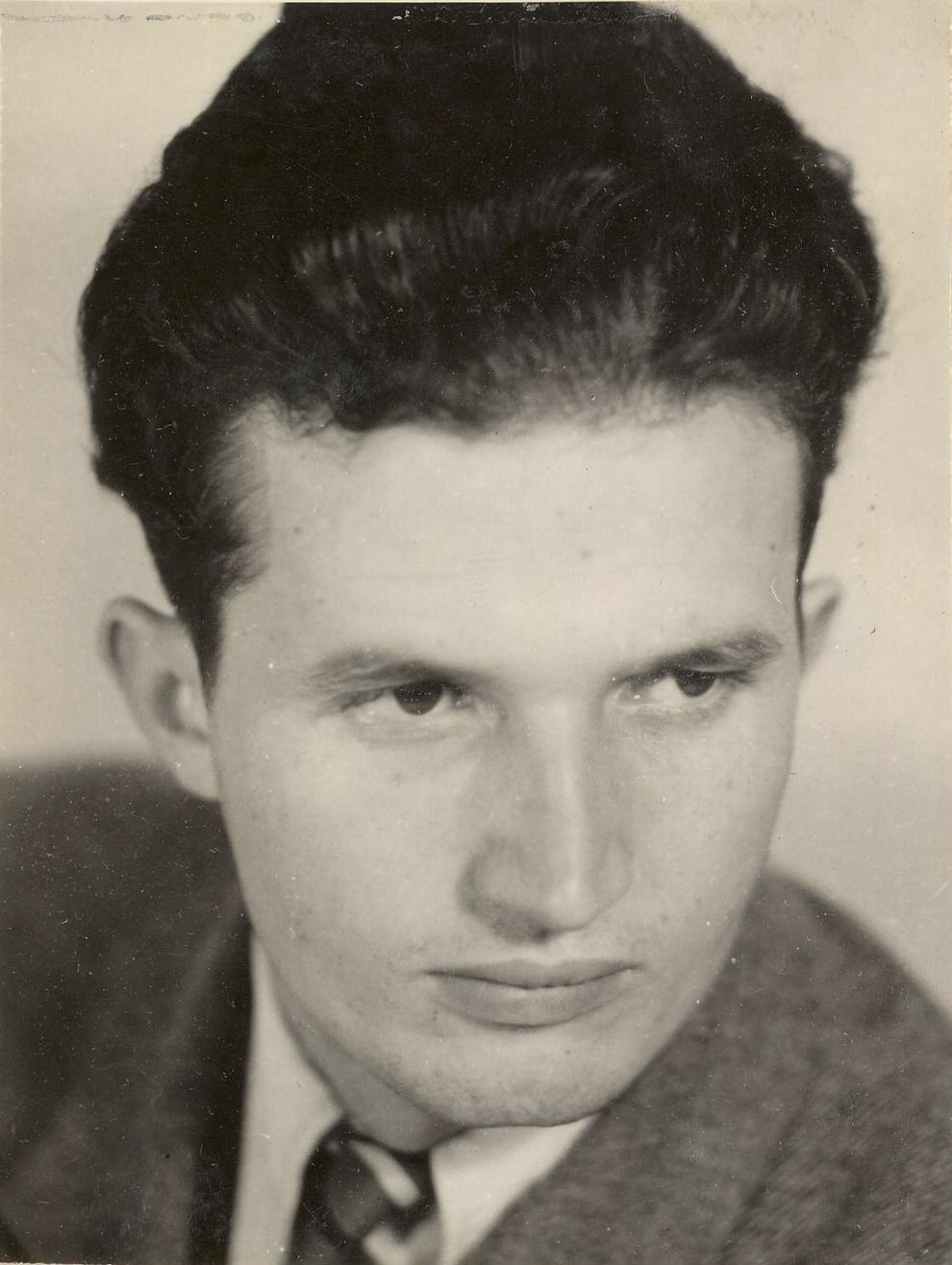 Nicolae Ceauşescu (1945).