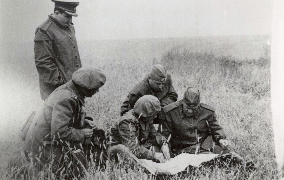 Nicolae Ceauşescu la o aplicaţie tactică a unei unităţi a Vânătorilor de munte. Septembrie 1951. (1951).
