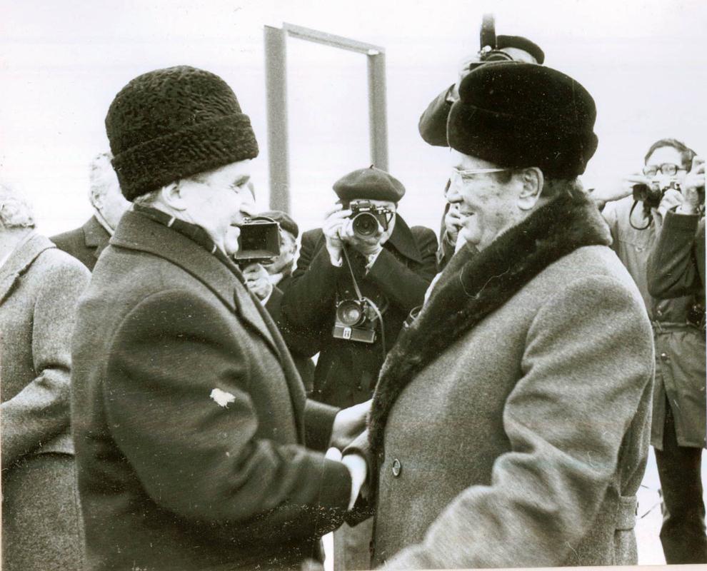 Aspect de la întâlnirea lui Nicolae Ceauşescu cu Iosip Broz Tito, care face o vizită de prietenie în ţara noastră, la Drobeta Turnu-Severin.(3.XII.1977).