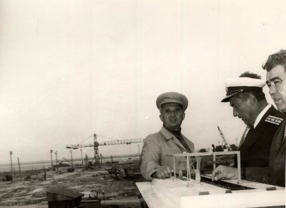 Vizita de lucru a preşedintelui Nicolae Ceauşescu, a altor conducători de partid şi de stat, în judeţul Constanţa. Vizita la Şantierul Naval din Mangalia. (9 iulie 1976)