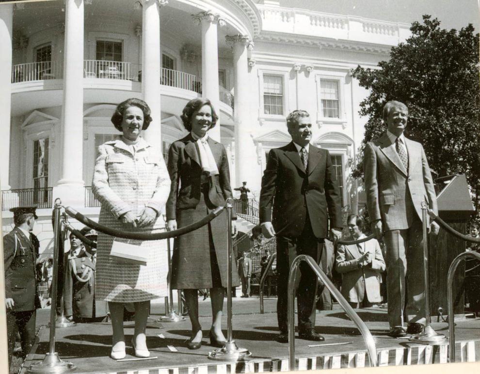 Vizita de stat a preşedintelui Nicolae Ceauşescu şi a Elenei Ceauşescu în S.U.A. la invitaţia preşedintelui american Jimmy Carter şi a doamnei Rosalynn Carter. Primirea oficială la Casa Albă.(12-17.IV.1978).
