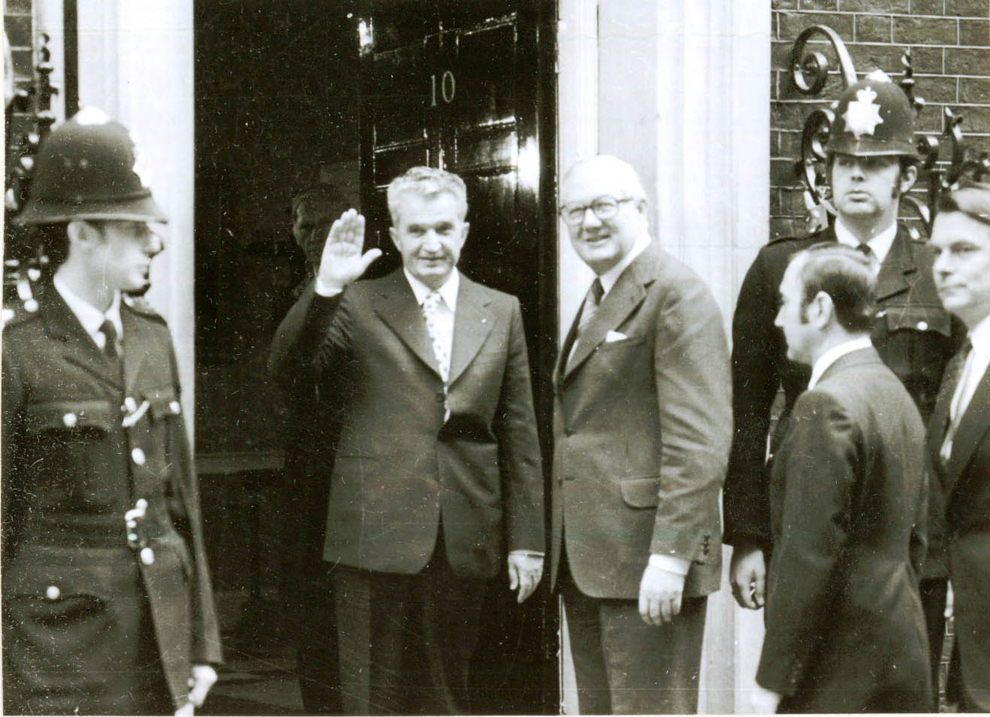 Vizita oficială de stat efectuată de preşedintele Nicolae Ceauşescu, Elena Ceauşescu, alţi conducători de partid şi de stat în Marea Britanie. Înaintea dejunului oferit de prim ministrul James Callaghan (14.VI.)(13-16.VI.1978).