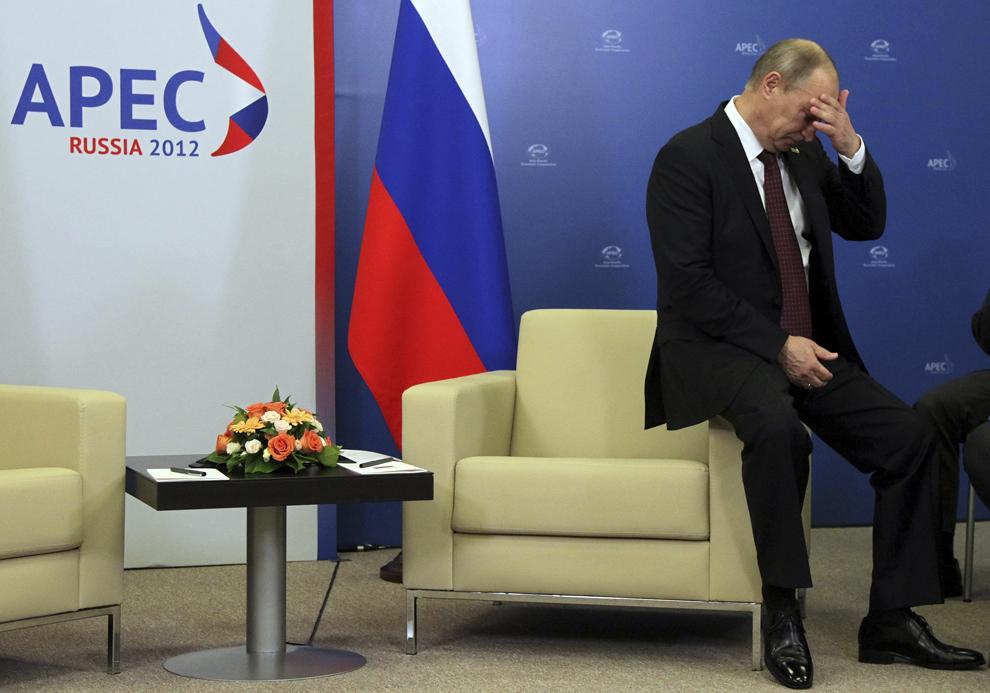 Preşedintele Rusiei, Vladimir Putin reacţionează înaintea întâlnirii cu preşedintele statului Peru, Ollanta Humala, la Summit-ul Cooperarea Economica Asia – Pacific, în Vladivostok, sâmbătă, 8 septembrie 2012.