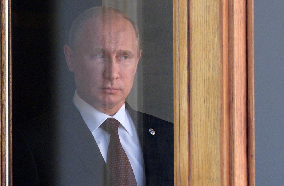 Preşedintele Rusiei, Vladimir Putin aşteaptă şefii de stat la începutul summit-ului G20 de la Sankt Petersburg, joi, 5 septembrie 2013.