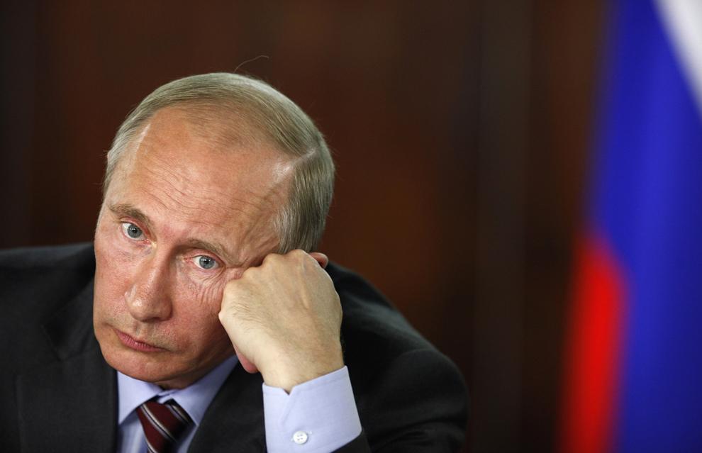 Prim-ministrul rus Vladimir Putin participă la reuniunea dedicată problemelor persoanelor cu handicap, organizată de mişcarea Frontului Popular, la Moscova, vineri, 19 august 2011.