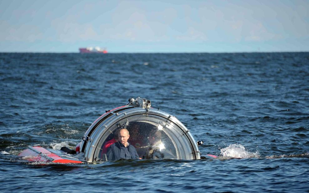 Preşedintele Rusiei, Vladimir Putin se scufundă la bordul batiscafului Sea Explorer 5, în apropiere de insula Gogland aflată în golful Finladei, luni, 15 iulie 2013.