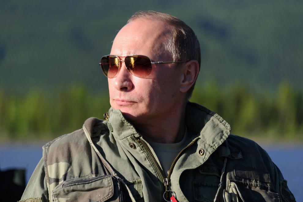 Preşedintele rus, Vladimir Putin, pescuieşte, în regiunea Tyva, sâmbătă, 20 iulie 2013, în timpul vacanţei.