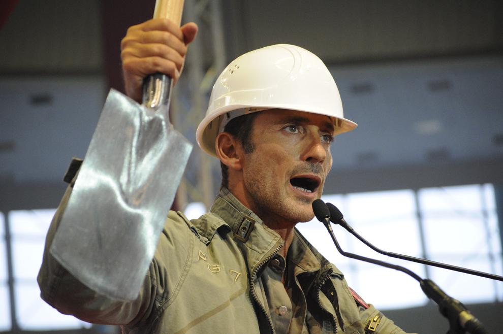 Primarul Constanţei, Radu Mazăre participă la Congresul Partidului Social Democrat şi al Partidului Conservator la pavilionul central al Romexpo, sâmbătă, 27 Septembrie 2008.
